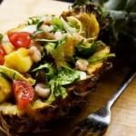 Как вкусно приготовить салат с ананасом и креветками: 4 лучших рецепта