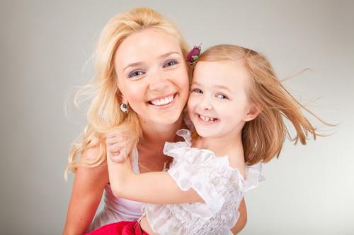 Мама и маленькая дочь