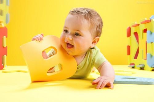 Ребёнок и буква алфавита